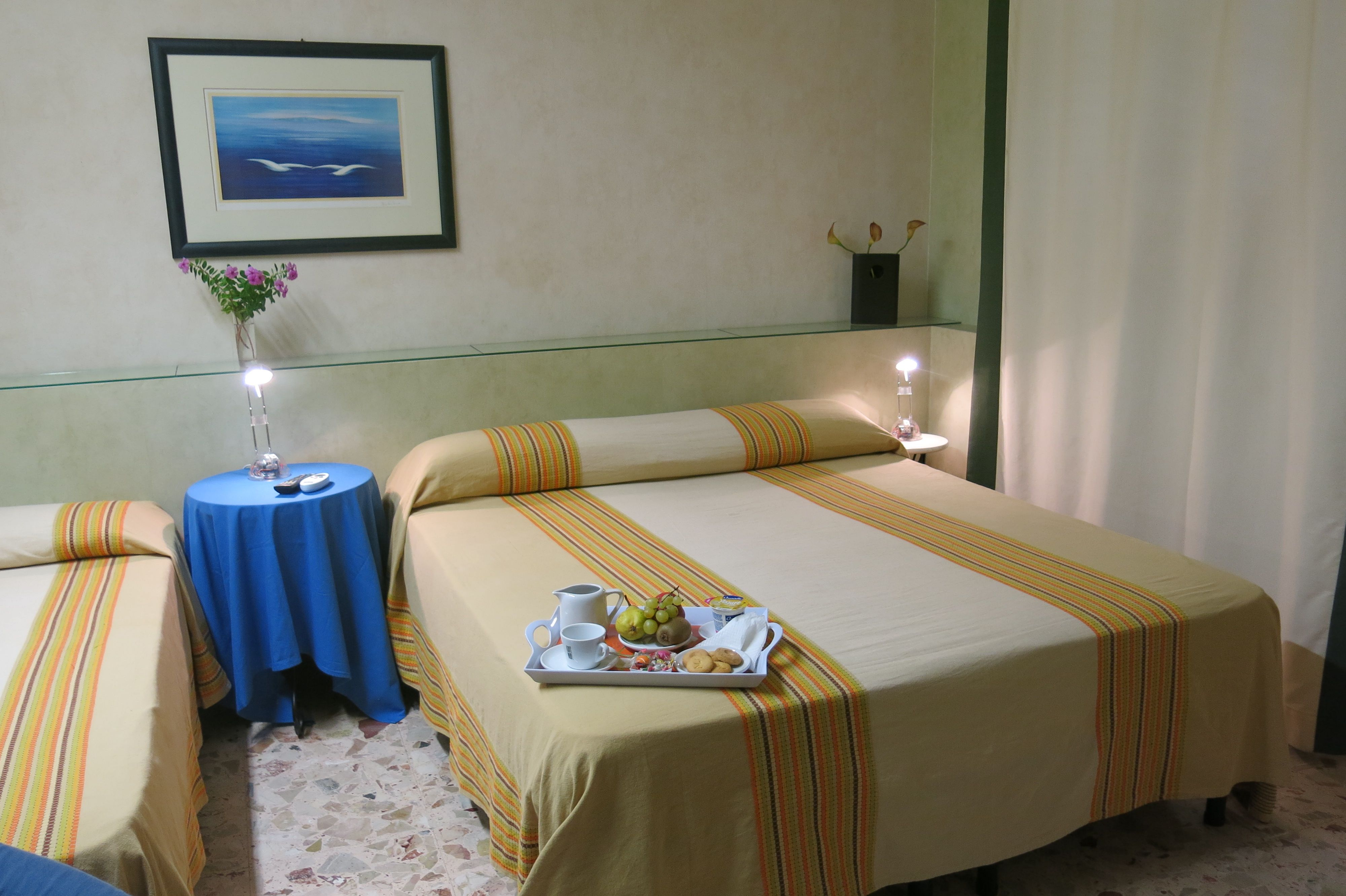 vacances in sicile mare nostrum bed and breakfast pozzallo chambres. Black Bedroom Furniture Sets. Home Design Ideas