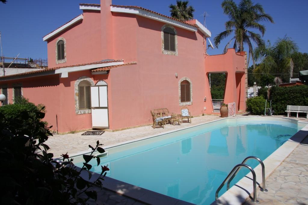 Vacances en sicile offres villa sicile for Villa isabella caltanissetta